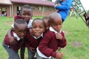 Schulkinder einer Primary School in Nebuto/Südafrika